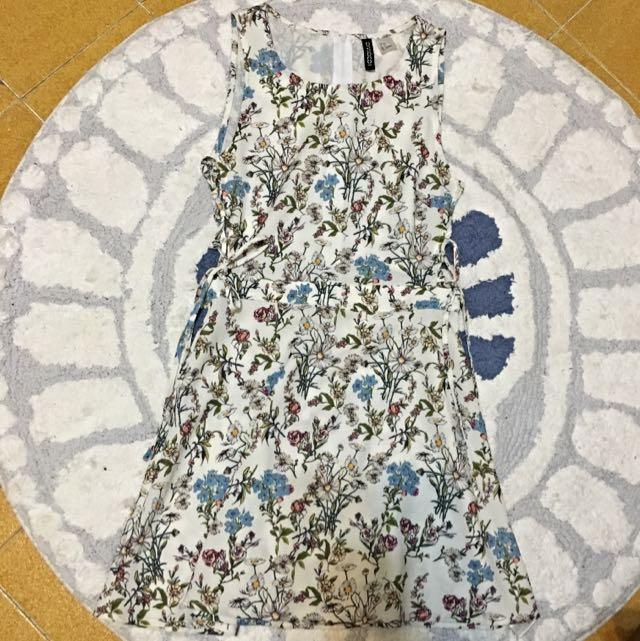 H&M 簍空碎花夏日野餐洋裝
