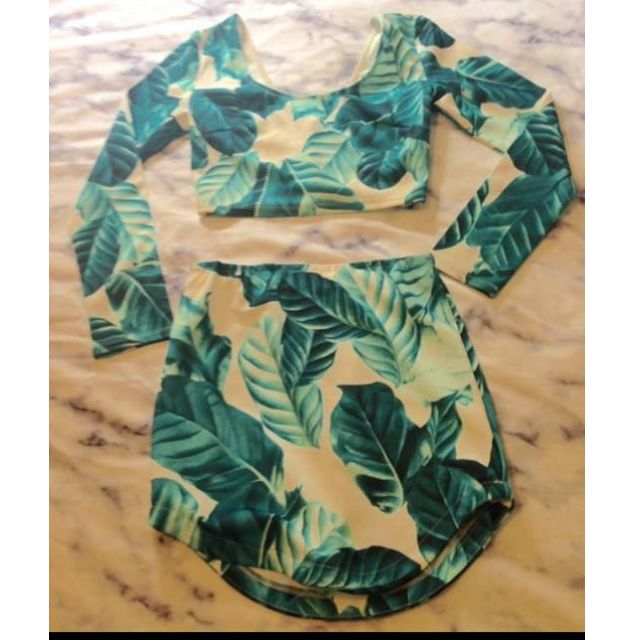 Leaf Top and skirt set sz 8
