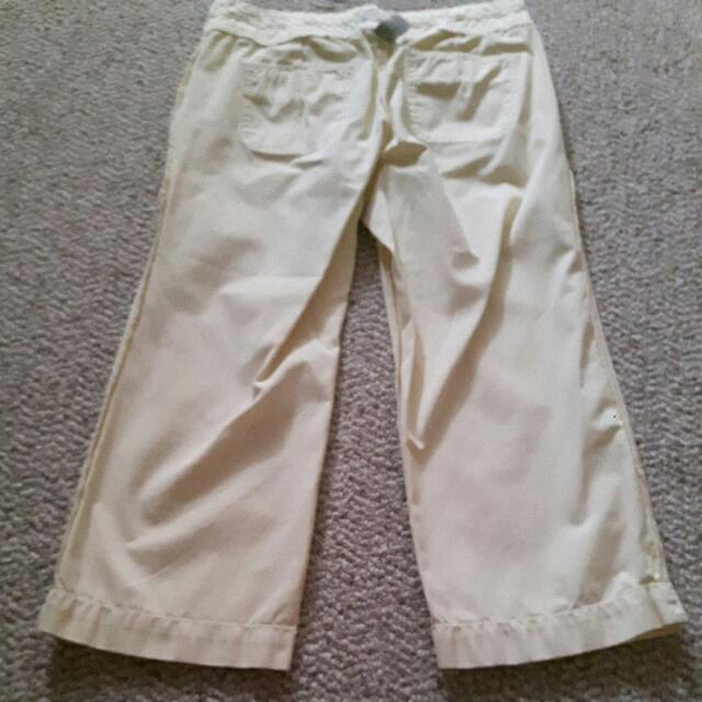 Old Navy Pale Yellow Capri Pants