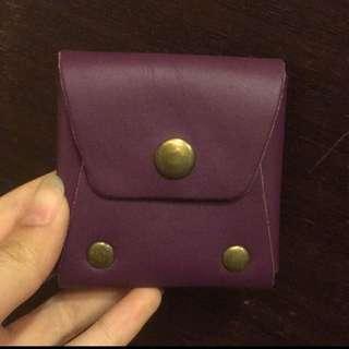 紫色真皮手工圓釘造型零錢小包
