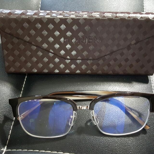 萬元不到一個多月,濾藍光-光學眼鏡,也可當太陽眼鏡,唐嫣 羅志翔 代言,質感高貴今年流行款,因為希望換比較小的鏡片當光學,如沒賣出就會去換太陽眼鏡。