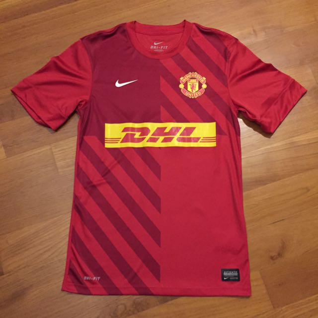 reputable site 2328c ced20 Manchester United Training Kit S Size DHL ( Small Red Devil ...