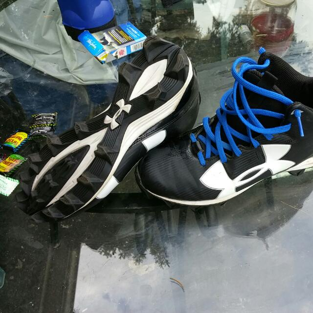 Under armor Mens Size 8 Cleats
