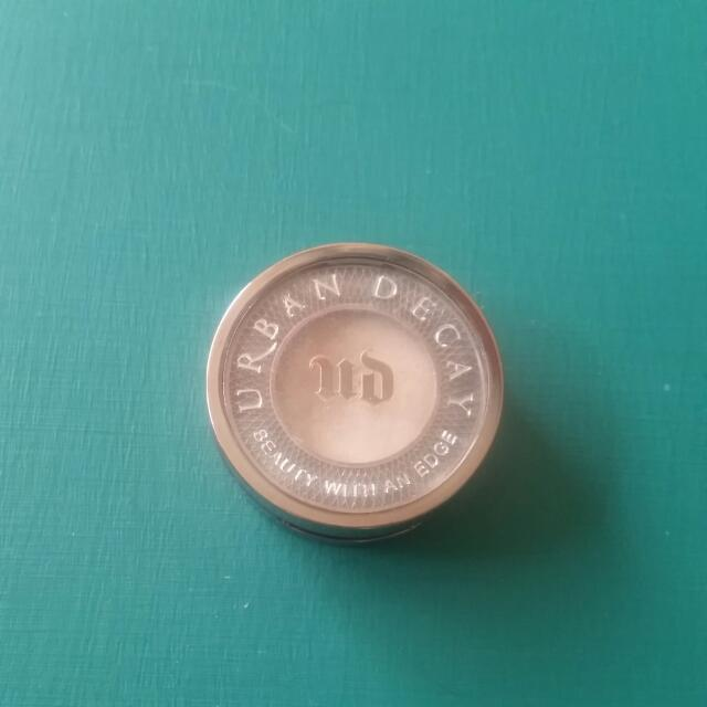 Urban Decay Eye Shadow in Virgin