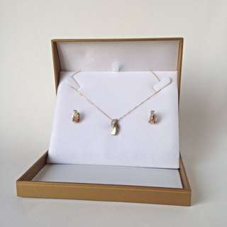 Beautiful Necklace and Earring Set