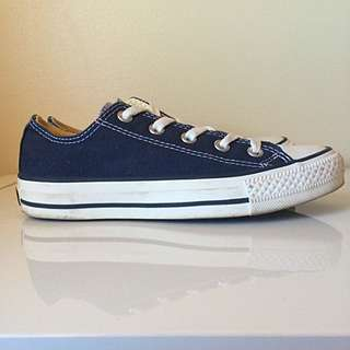 LOW TOP NAVY CONVERSE