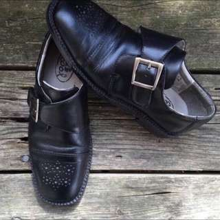 ✨REDUCED PRICE✨ Browns Boys Black Leather Dress Shoes