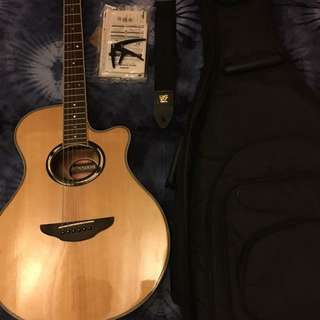 Yamaha APX500III With Accessories
