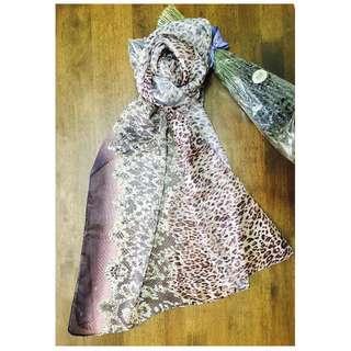 粉色豹紋蕾絲圖案絲巾