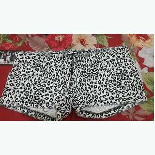 Hotpants Leopart Hitam Putih