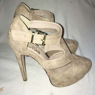 Size 7 Club Couture Heels