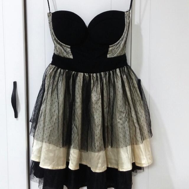降價。歐美品牌婚宴性感小洋裝。小澎裙。挖背撞色 婚禮 伴娘服