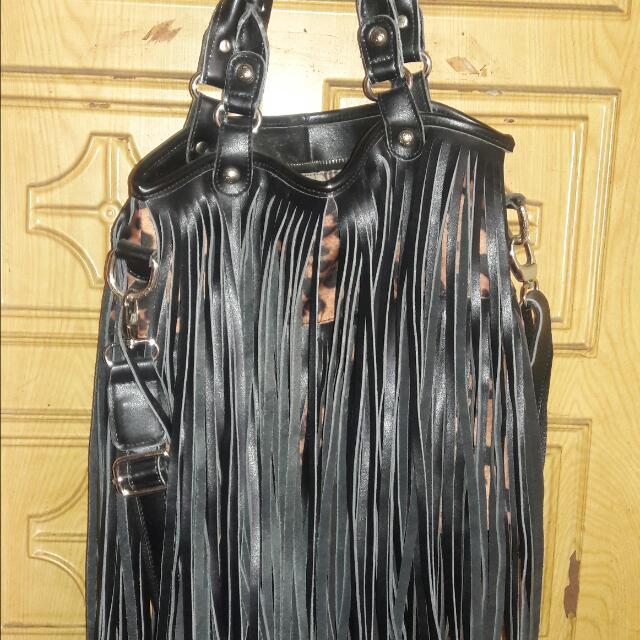 嘻哈流蘇兩用包 NT$500元 買很久了,只使用過一次,意者歡迎私訊!
