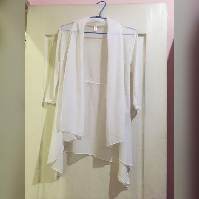 白色雪紡不規則長罩衫