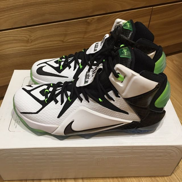 Nike Lebrun 12 籃球鞋