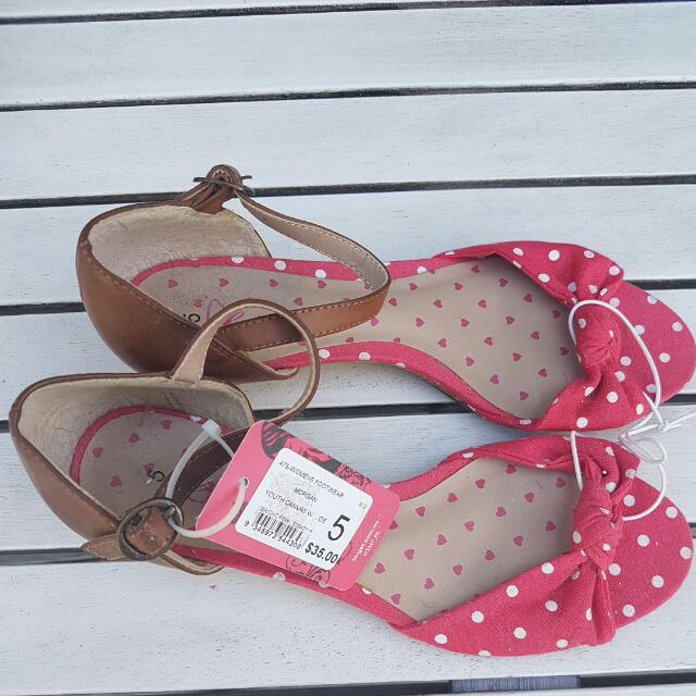 Polka Dot Flats Shoes Sz 5 Red And White