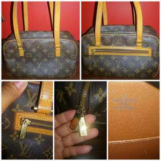 Authentic Bags For Sale.. Kate Spade Mint Green Bag..slight Issue Lightly Stain..3,500 Mulberry Bag..brandnew..2,500 Louis Vuitton Original..8,500