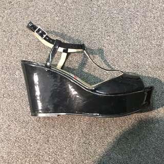 Le Chateau Shoe