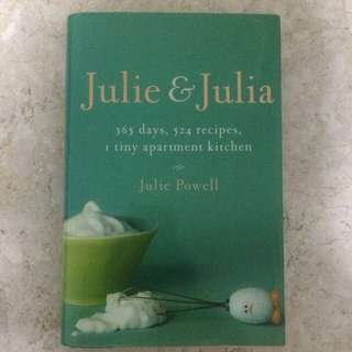 Julie & Julia (365 Days, 524 Recipes, 1 Tiny Apartment Kitchen) by Julie Powell
