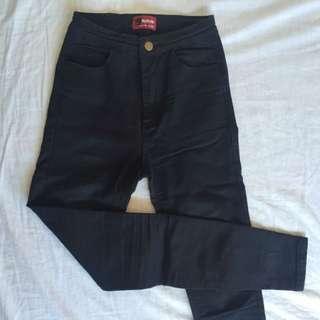 黑色貼身彈力小腳褲