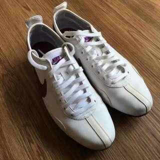 Nike shoes (women)