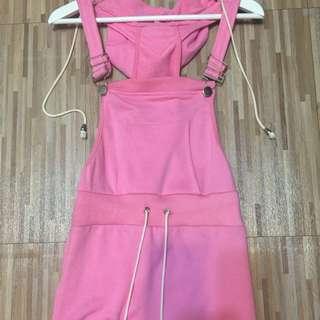 粉紅色連帽吊帶裙