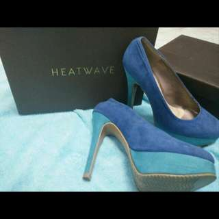 Heat Wave Blue pumps