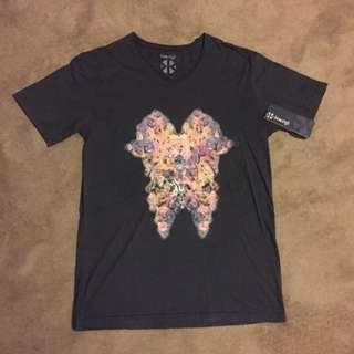 T-shirt - Size Small