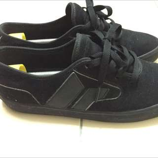 Macbeth Pendleton All Black Size 9us
