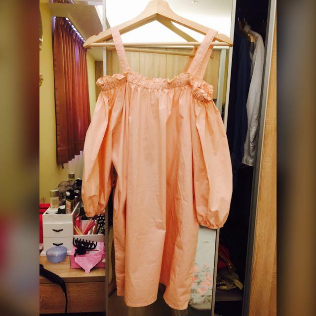 粉色一字領洋裝