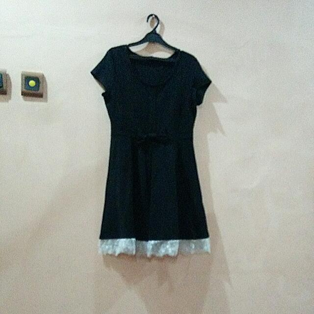 Dress Hitam Simple