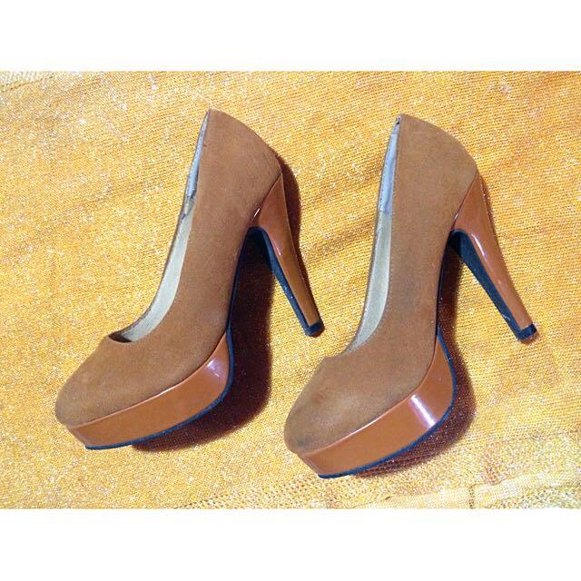 heels by yongki komaladi