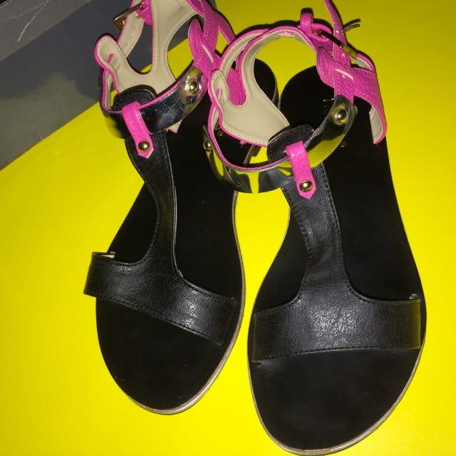 Noche Flat Sandals Black Ft Fuchsia