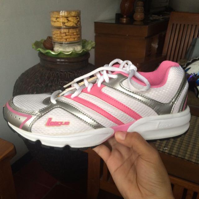 Running Shoes League