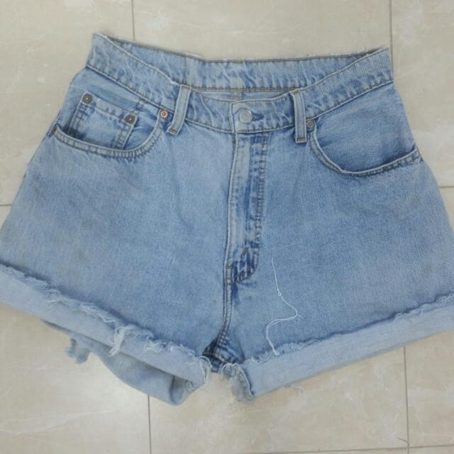 Vintage High Waisted Levi Cut Off Denim Shorts Size 10-12
