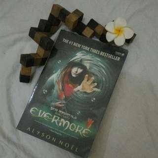 Novel Fiksi Fantasi Oleh Alyson Noël Buku Satu Evermore