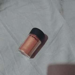 MAC pigment In Melon.