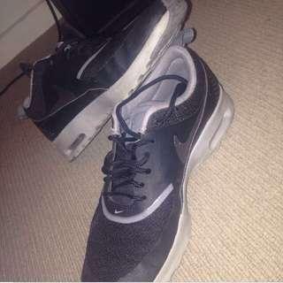 Nike Thea Size 7