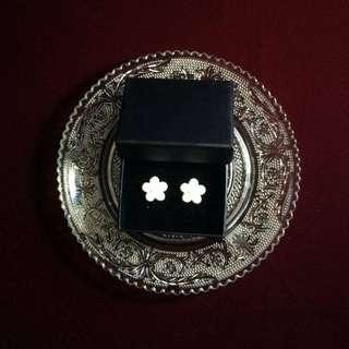 復古鍍金扣耳環-白色小花