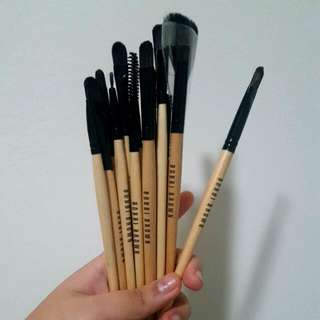 PENDING 16pce of makeup brushes