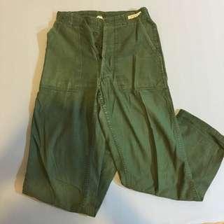 保留中🉐綠色軍褲