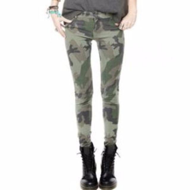 Brandy Melville Camo Pants