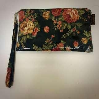 黑底浪漫花朵化妝袋/筆袋 九成新 台灣製
