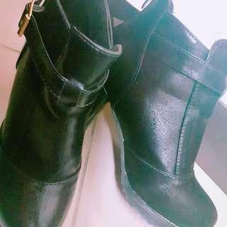 黑色粗跟鞋