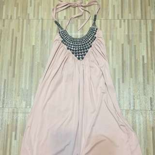 粉色繞脖小洋裝