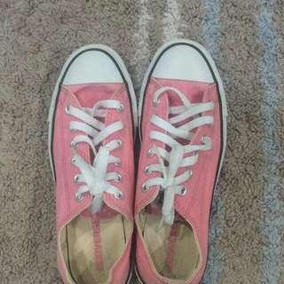 converse (pink)