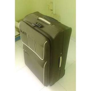 Barely used --- Hush Puppies Large Suitcase/Luggage with 4-wheels and expandable