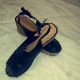Open toed Black And Brown Rubi Wedges