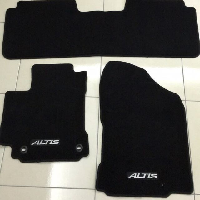 2016 Toyota Altis 原廠腳踏墊(前後三片)