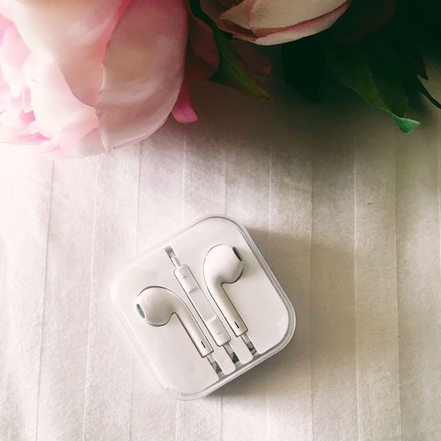 Pending// Apple Style Earphones